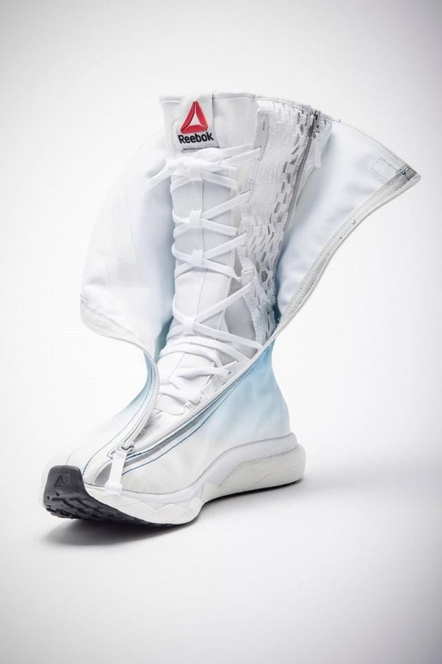 NASAの新しい宇宙服のための宇宙用ブーツ、リーボック社が開発
