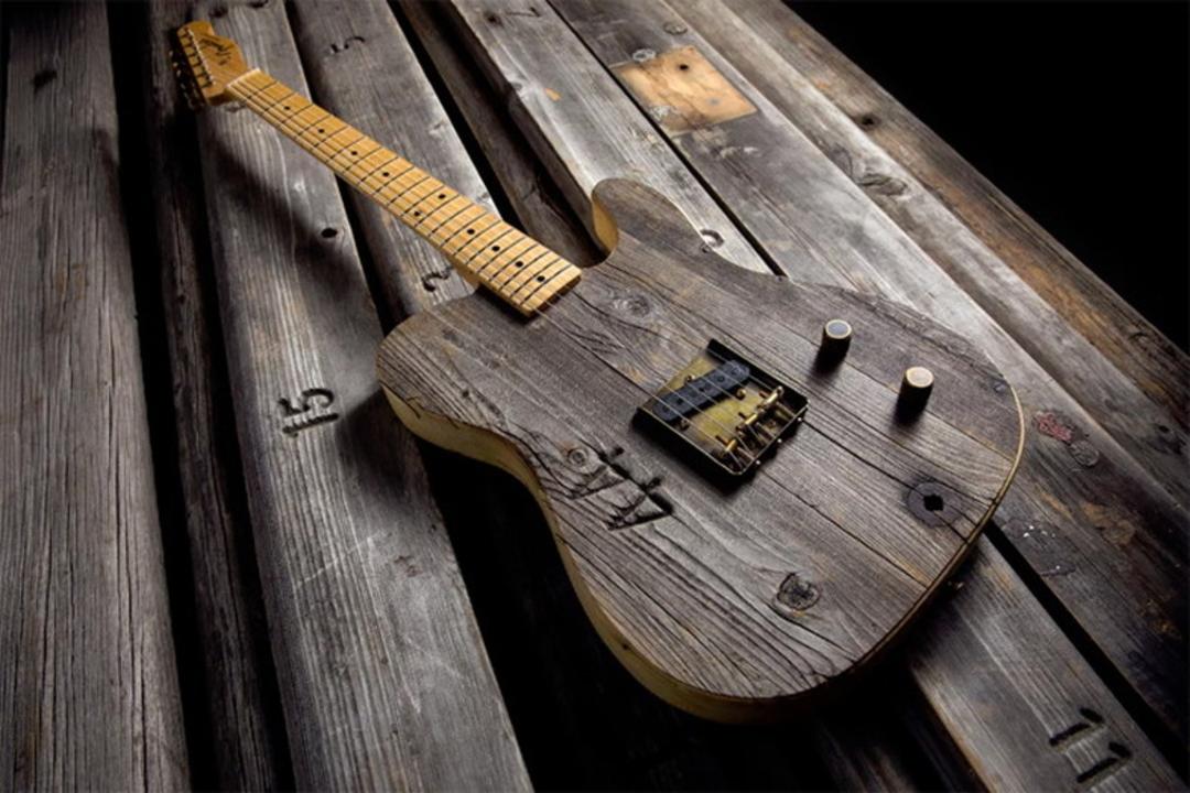 フェンダーが100年モノのハリウッド・ボウルの座席から限定ギターを制作