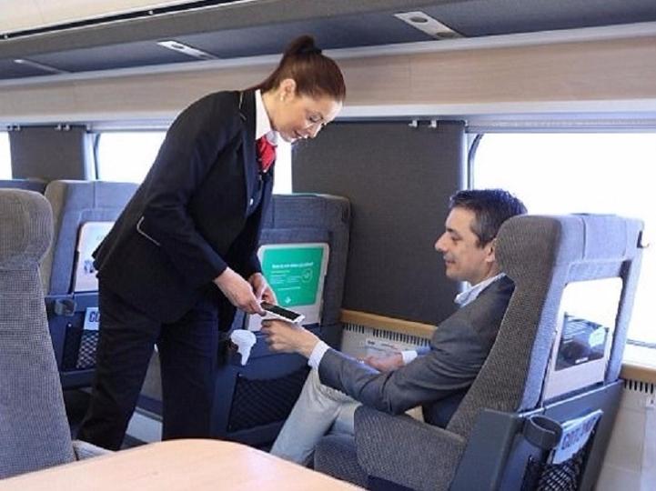 「体内Suica」で乗り放題! スウェーデンの鉄道が新システムを導入