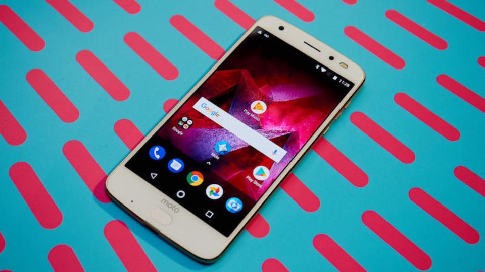 Motorolaが新スマホ「Moto Z2 Force」発表、「360度カメラMods」も登場