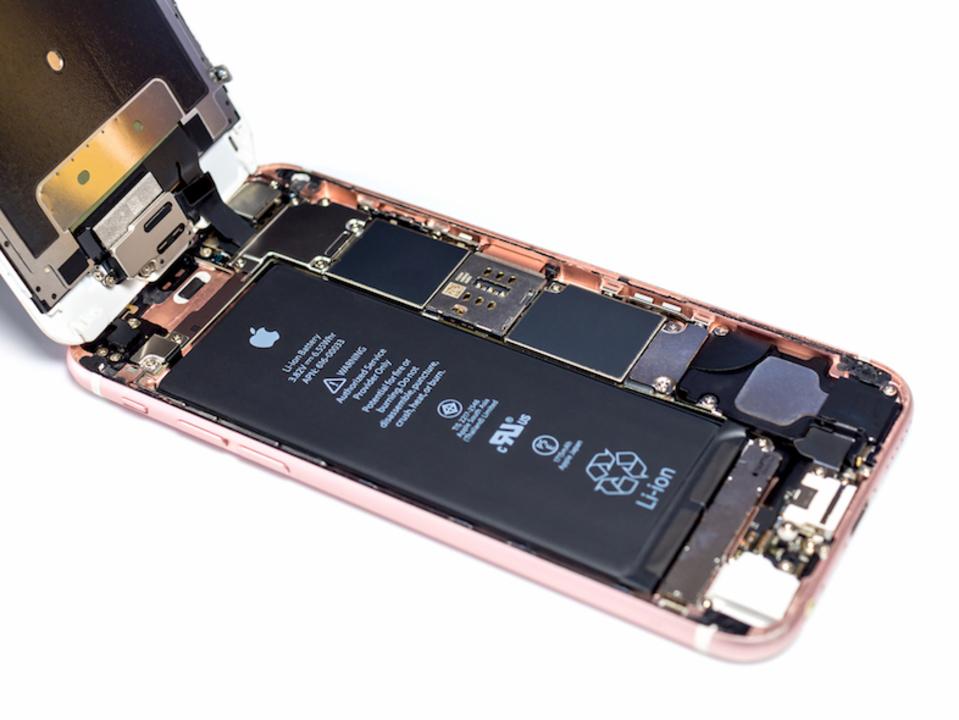 次期iPhoneは非接触充電、しかもQi。対応を裏付けるパーツがリークか?