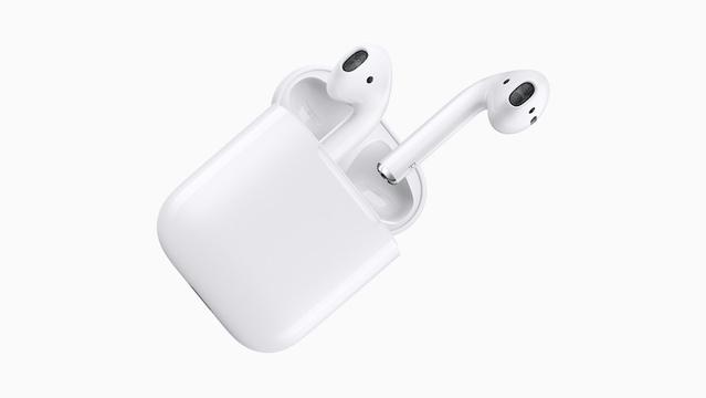 Apple「AirPods」の生産は増強済みと明かす。しかしオンラインストアはいまだ品薄状態…