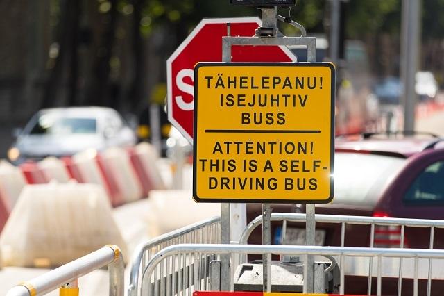 1 エストニアで無人運転バス導入、信号無視するワイルドな一面も