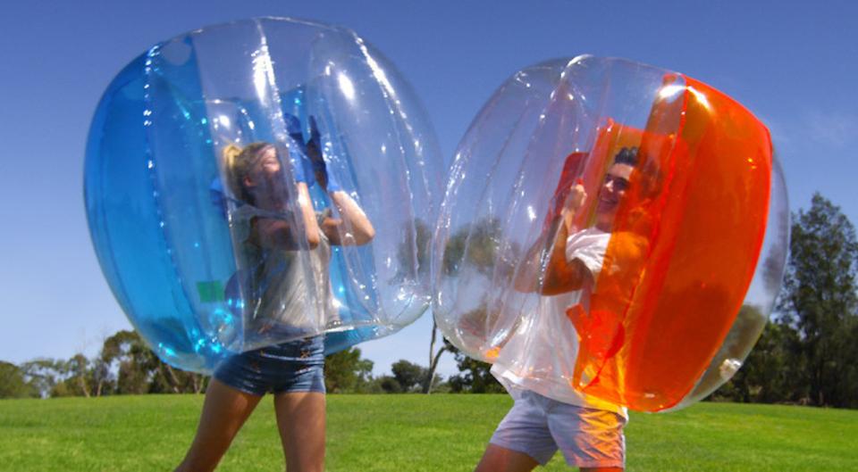 風船に入ってボヨーン!が自分たちでできる「家庭用バブルボール」