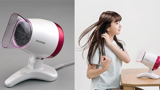 髪の毛を乾かすとき、両手が空いていたら何をします?