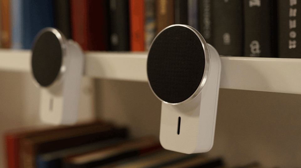 好きなところにピタっとな。磁石で貼り付けられるステレオスピーカー「GEMINI」
