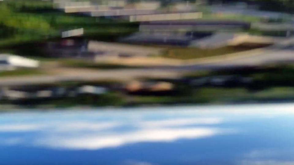 飛行機から落ちたGalaxy S5、一部始終を動画で記録していた