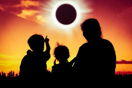 (たぶん)皆既日食のおかげでセックスできたり(世界が終わったり)しない(けどするかも)