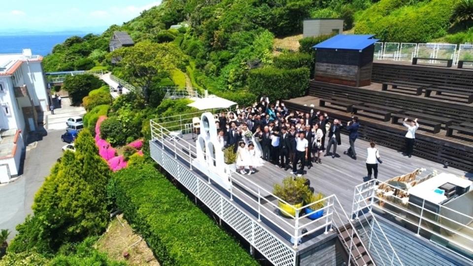 ドローンを使った空撮映像で二人の結婚式をよりドラマチックに