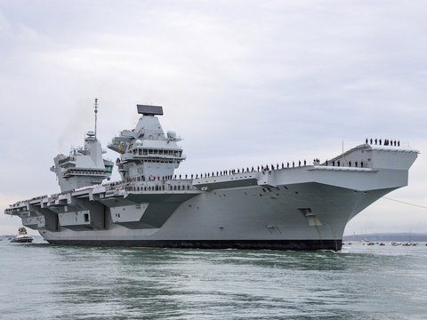 イギリスの航空母艦に一般人の無人ドローンが着陸したけどだれも気づかなかった