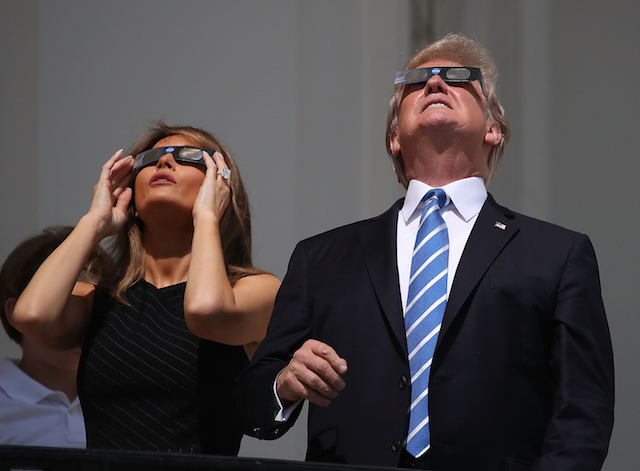 170822_trump_eclipse_3.jpg
