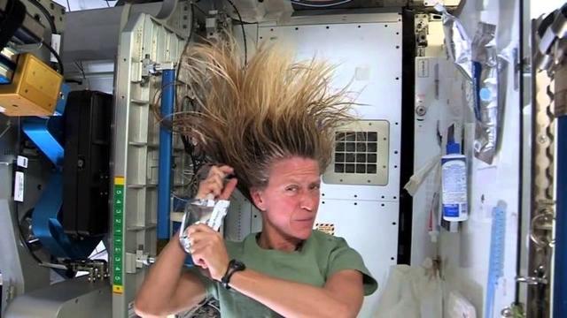 宇宙に行くなら覚えておきたい無重力シャンプー・テク