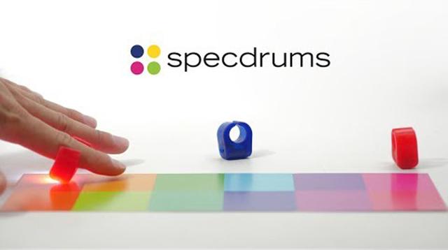さぁ、何色を叩こう? 色に応じた音色を設定できる指輪型楽器「Specdrums」