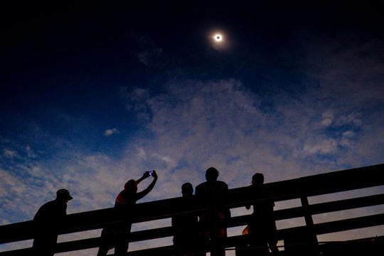 熱狂冷めやらぬGreat American Eclipse(皆既日食)の様子をご覧ください