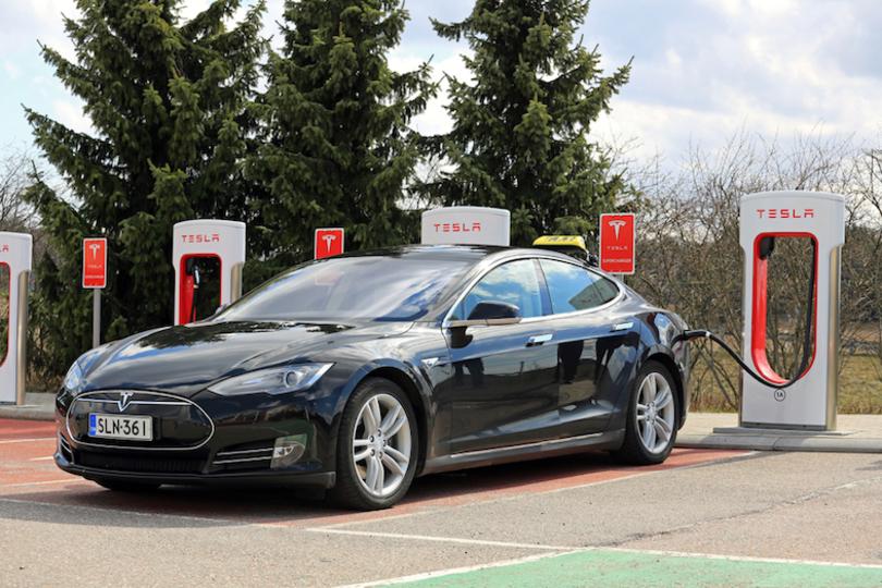 ルクセンブルクで警察車両にテスラの「Model S」を導入