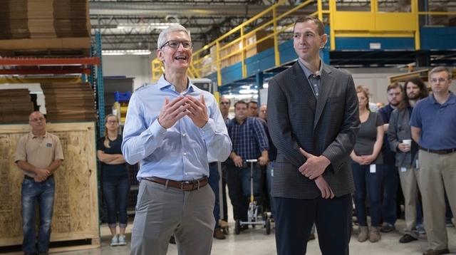 ティム・クックのズボンのもっこりは「iPhone 8」なのでは?というミラクル予想