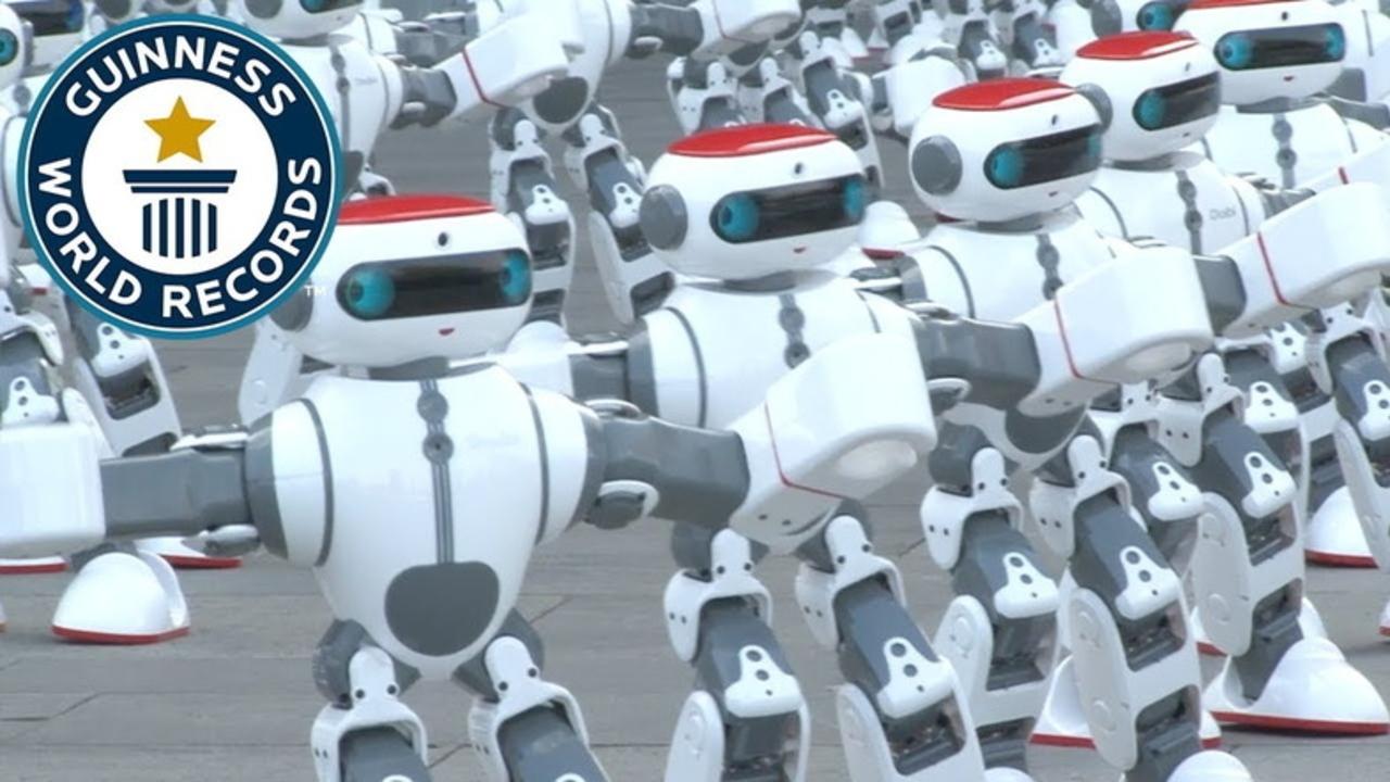 中国発:1069体のロボットがシンクロ・ダンスでギネス世界新記録樹立。倒れちゃってるロボットが愛くるしい