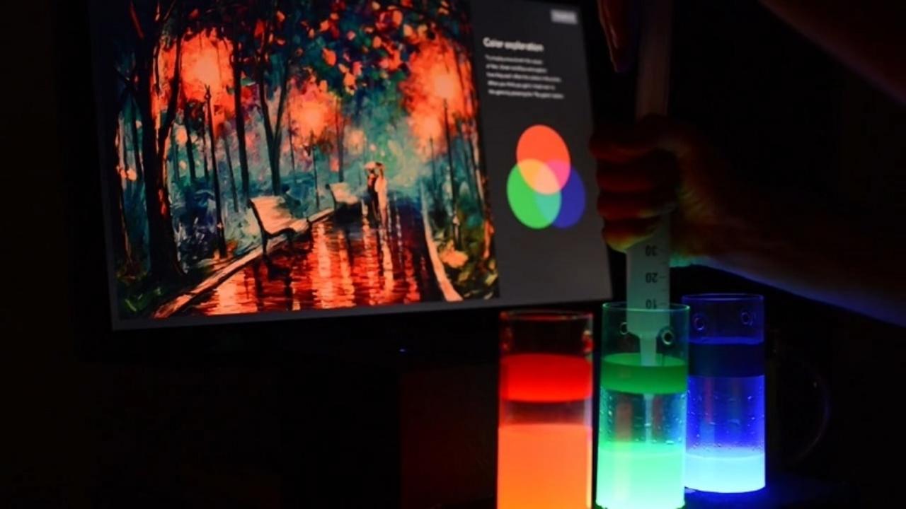 デジタル・アートのRGB値を水量で調節する装置『Colorwise』