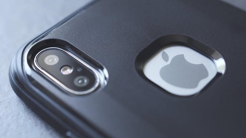 気が早いのですが、iPhone 8にケースを付けるとこんな感じかも