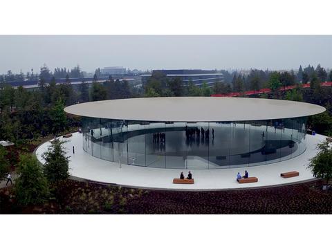 新型iPhoneの発表会が行なわれる「スティーブ・ジョブズ・シアター」外観の最新映像