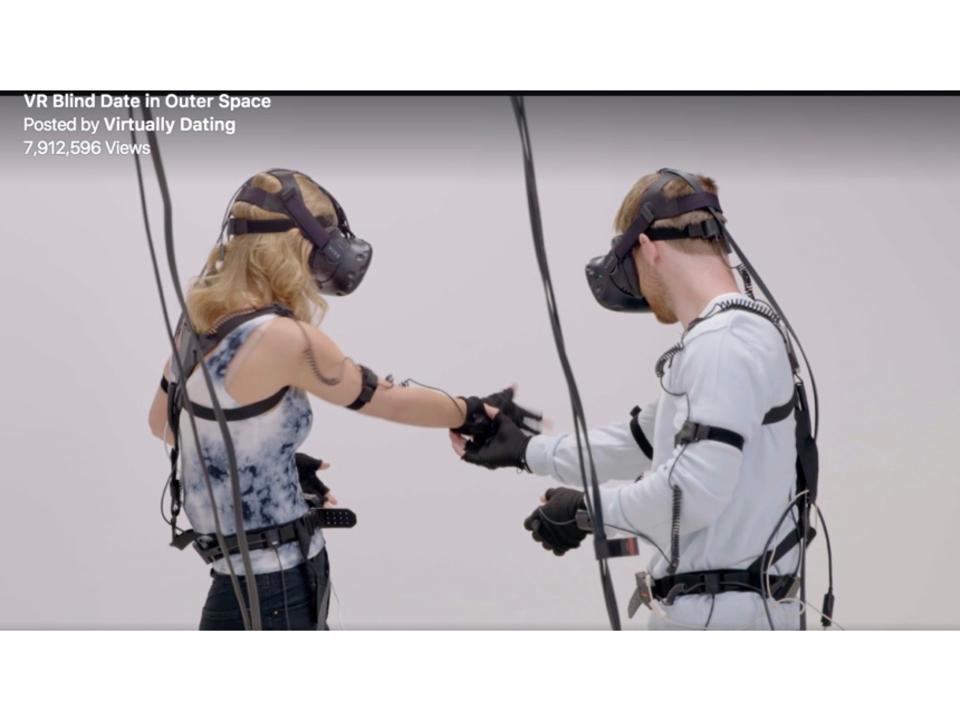 「胸に手が突き刺さってるよ!」VRデート、まさかのポテンシャルを見せる