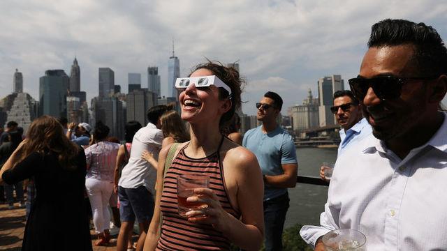 NASAが教える、日食グラスの別の使い道