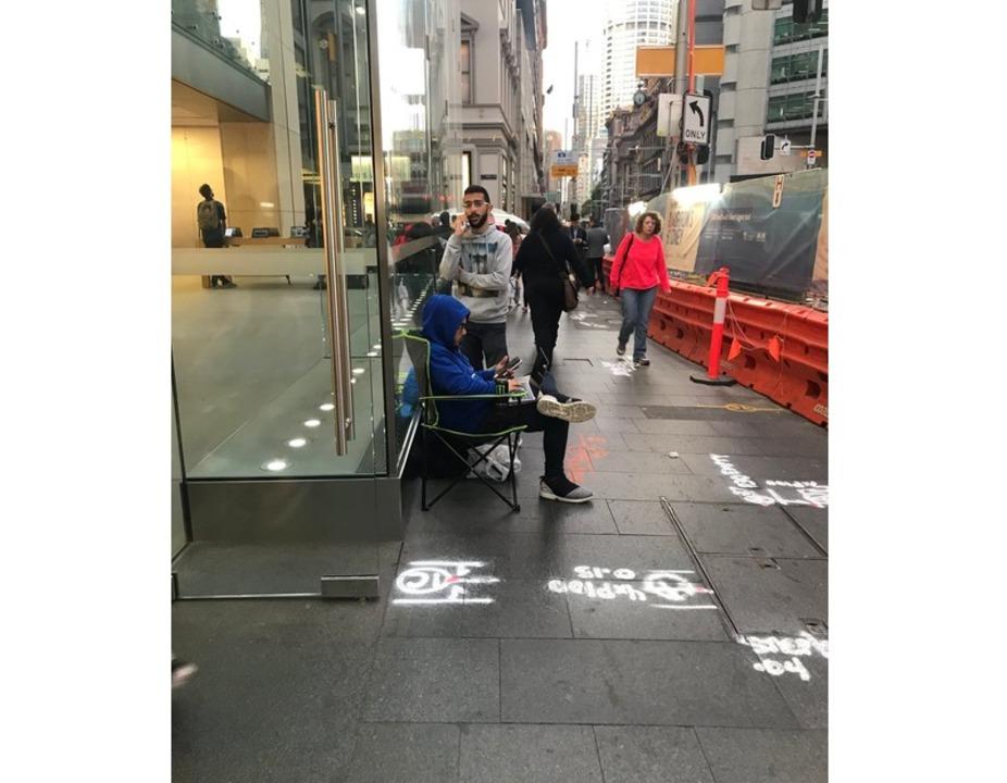 シドニーのApple Storeに早くも並び始めた猛者現る