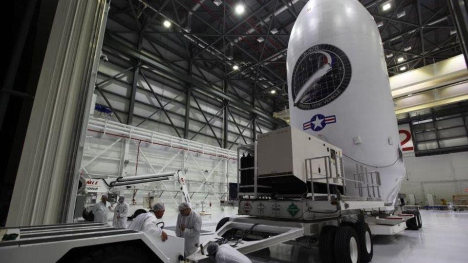 Space X、ハリケーンの前に謎だらけの宇宙船を打ち上げる