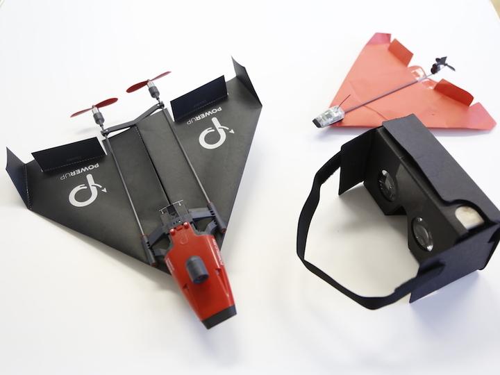 シンプル取り付けで紙飛行機をVRドローン化する「PowerUp FPV」を飛ばしてみた