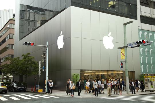 iPhoneの発売日に合わせて、9月22日のAppleストアは朝8時オープンですよ!
