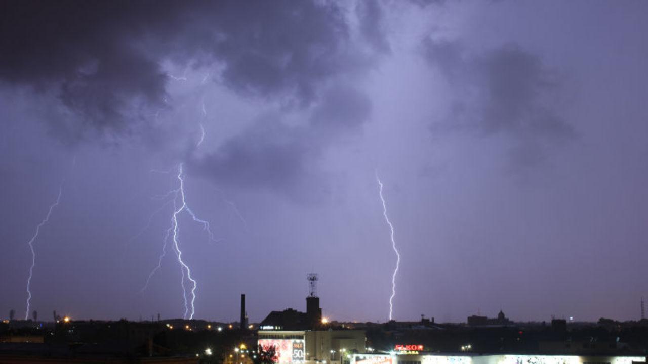 船が雷を引き起こす…排気量と落雷の意外な関係