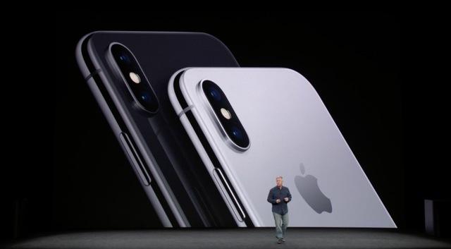 ドキワクのiPhone X! でも、品薄状態は2018年前半まで続くかも