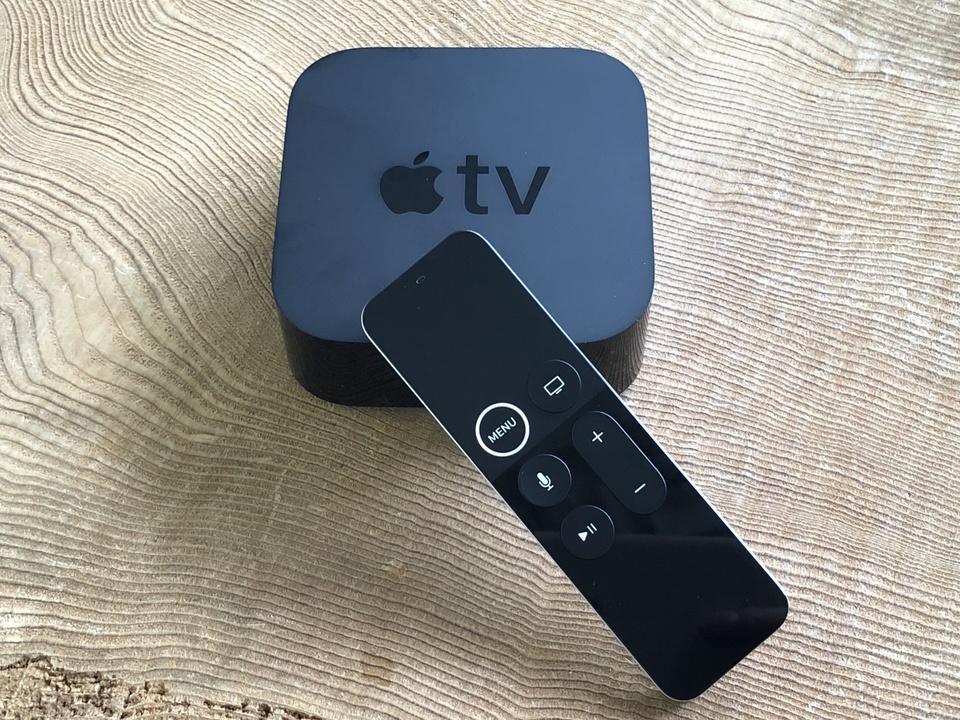 はーい注目! 先生これからApple TV 4Kのアンボックスをしたいと思います