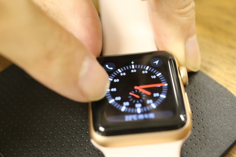 奇跡、起こしちゃいますか。Qi対応充電パッドでApple Watch Series 3が充電できた!?