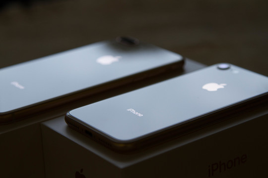 よーし、さっそく「iPhone 8/8 Plus」のアンボックスやっちゃうよ!