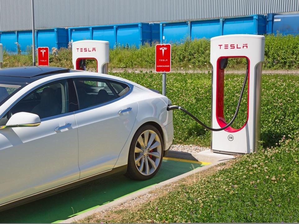 Teslaとコンビニが協力するという案