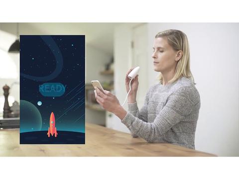 「せーの、フー!」 息でアプリ内のロケットを飛ばし喘息の発作を予見するデバイス「Wing」