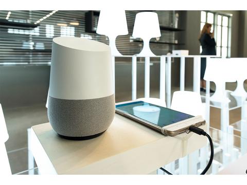 人間には聞こえない音でAIアシスタントは操作できる。Siri、Alexa、Googleホーム、さらには自動車までハッキング可能