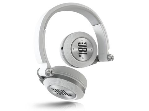 【Amazon 秋のセール】イヤフォンにヘッドフォンにスピーカーなど、オーディオ製品を買い直すなら今!