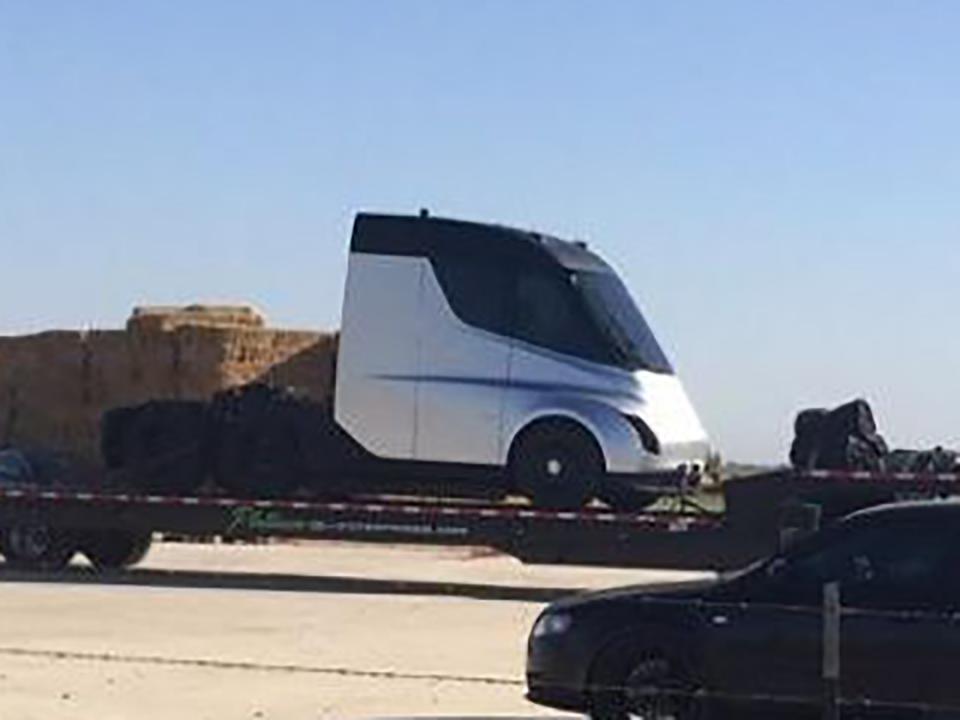 謎に包まれたTeslaのセミトラックの写真がリーク