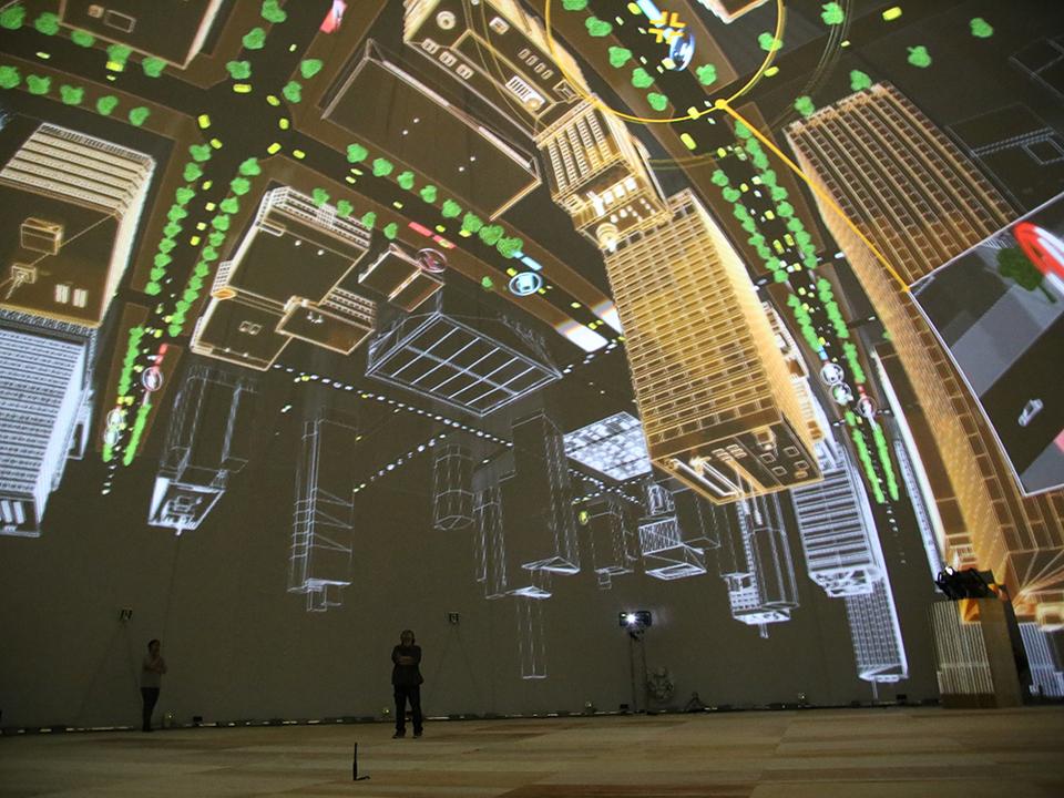 天井を覆い尽くす6つの未来都市。さあ、君には何が見える?