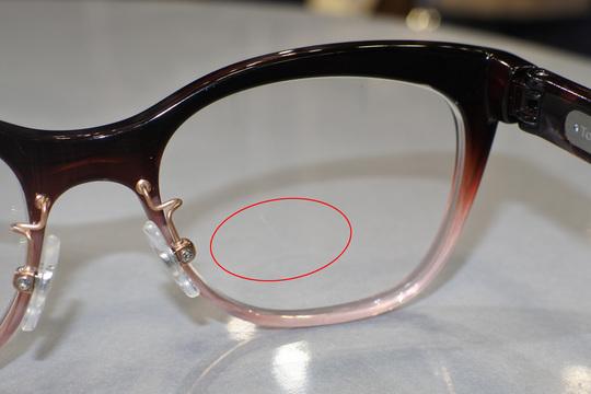 次世代の遠近両用メガネ、液晶配合レンズでフォーカス調整が実現