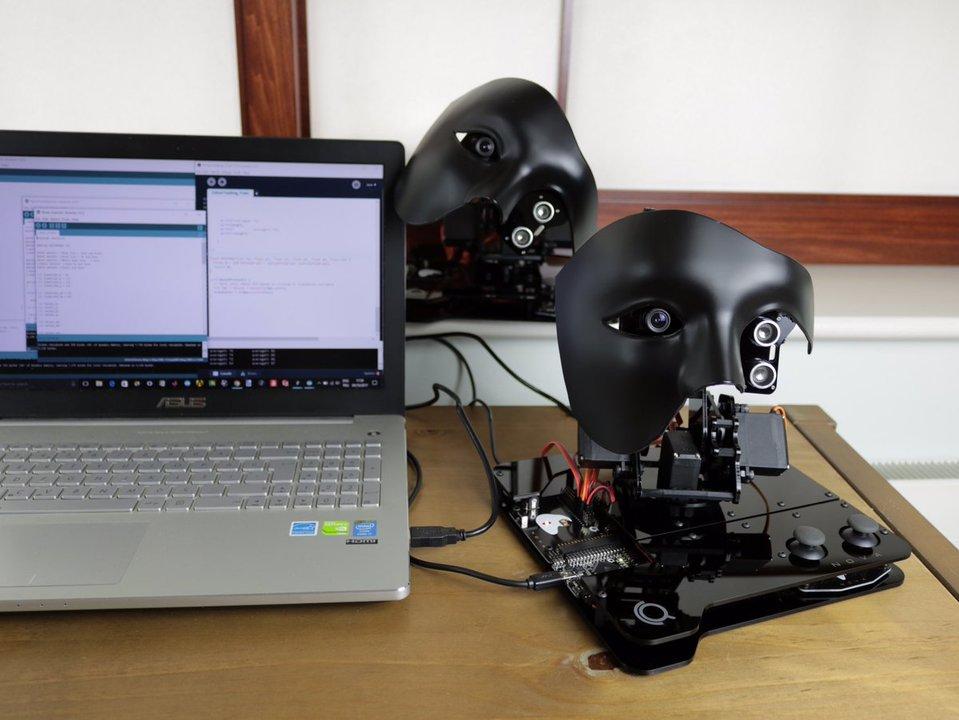 イイ感じに怖い、プログラミングで操る顔面AIロボ「NOVA」が資金募集中