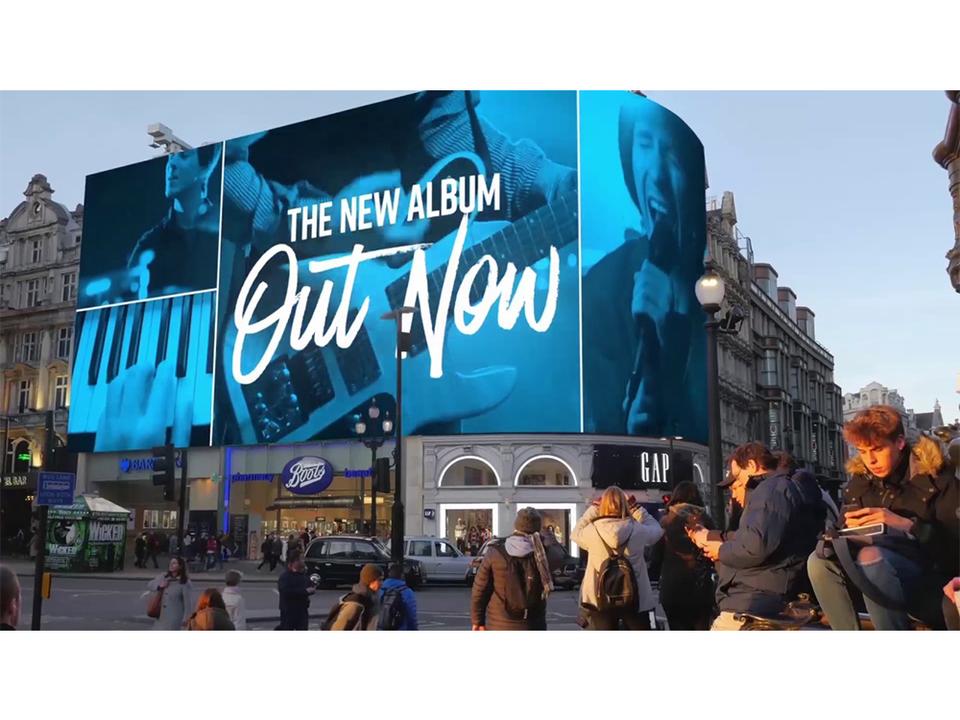 近くを通る人の感情まで読みとって広告表示する巨大ビルボード「Piccadilly Lights」