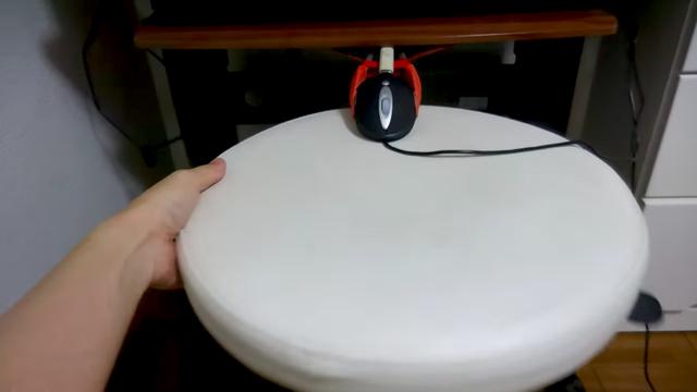 まさかの発想。回転椅子で作った手作りステアリングコントローラー