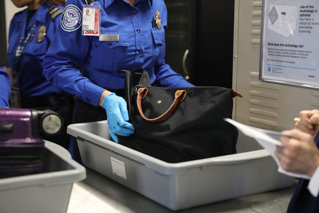 【追記あり】飛行機の預け入れ手荷物にノートPCを含む一部の電子機器が入れられなくなるかも…