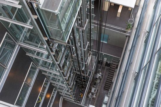 AI装備のエレベーターが1日に10億人を運んでいる