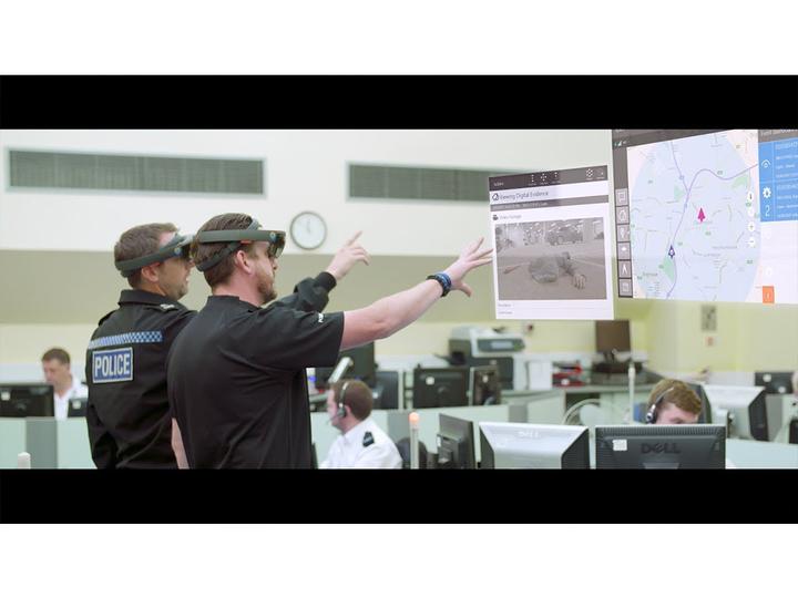 まるで『マイノリティ・リポート』。イギリスの警察では犯罪捜査にHoloLensが使われるように