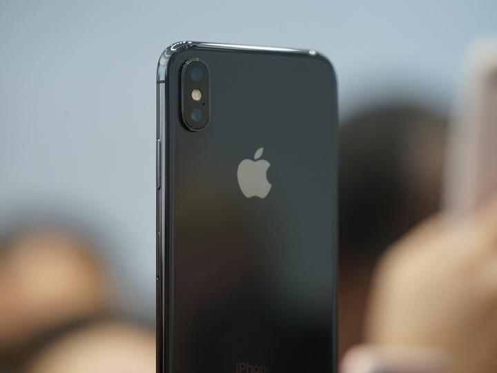 「iPhone X」年内出荷台数は2000万台で、計画のわずか半分程度に?