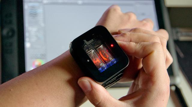 柔らかな光を放つニキシー管腕時計「nixie watch」は、粋を体現した腕時計だった